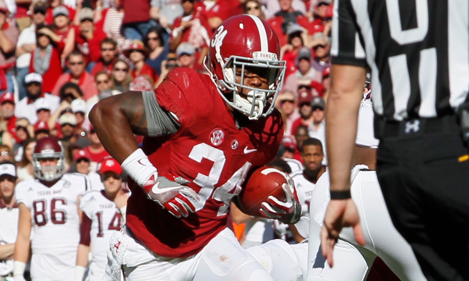 Running Back Damien Harris Continues To Surge Aides Alabama Over Texas A M Touchdown Alabama Alabama Football
