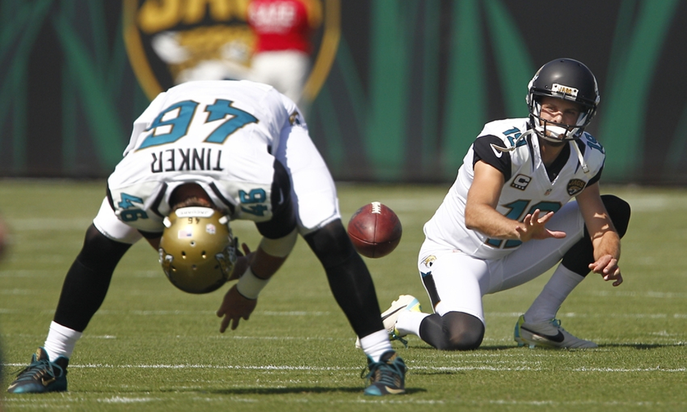 Carson Tinker snapping for Jaguars in 2015 prior to game versus Miami Dolphins
