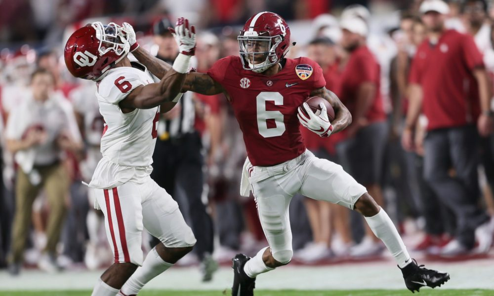 DeVonta Smith runs with the ball versus Oklahoma in 2018 CFP semifinal
