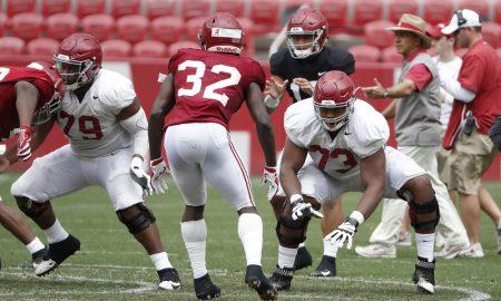 Evan Neal blocking at Alabama