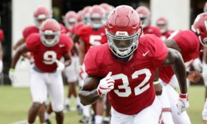 Dylan Moses warms up during Alabama practice
