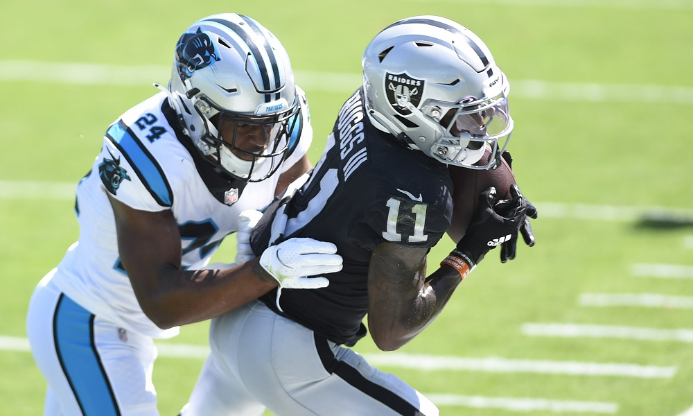 Former Alabama wide receiver Henry Ruggs catches pass for Oakland Raiders