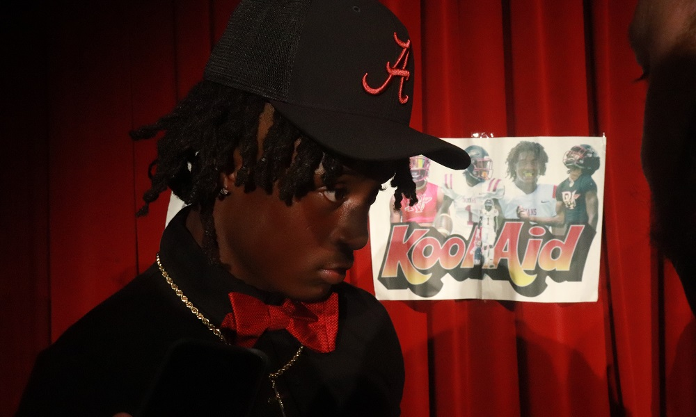 Ga'Quincy McKinstry with Alabama hat on