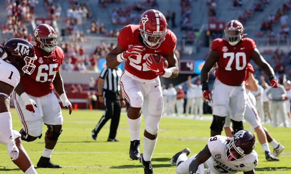 Najee Harris runs a touchdown for Alabama versus Texas A&M