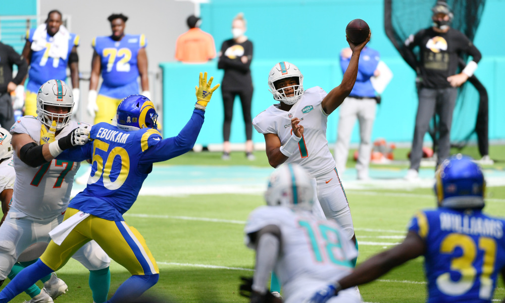 Tua Tagovailoa throws a pass for Miami Dolphins