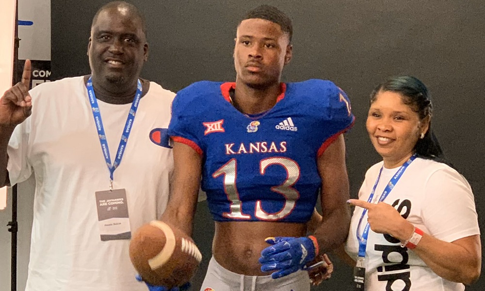 J'Kolbe Bullock poses for picture with family members