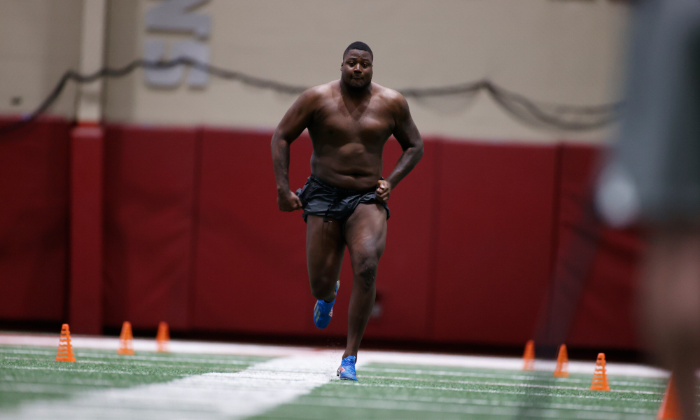 Christian Barmore running the 40-yard dash at Alabama's pro day