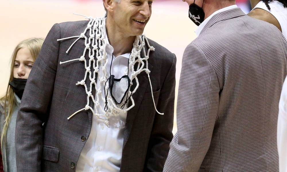 Nate Oats cuts down the net for Alabama basketball after winning SEC regular season title