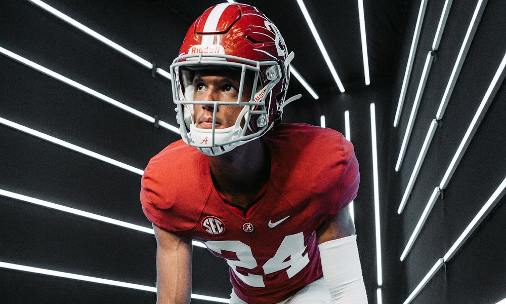 Cyrus moss in edge rusher stance during Alabama visit