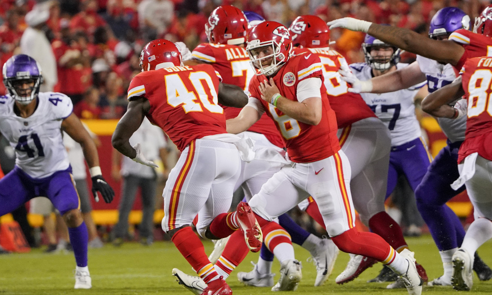 Derrick Gore gets the ball for the Chiefs in preseason game versus Vikings