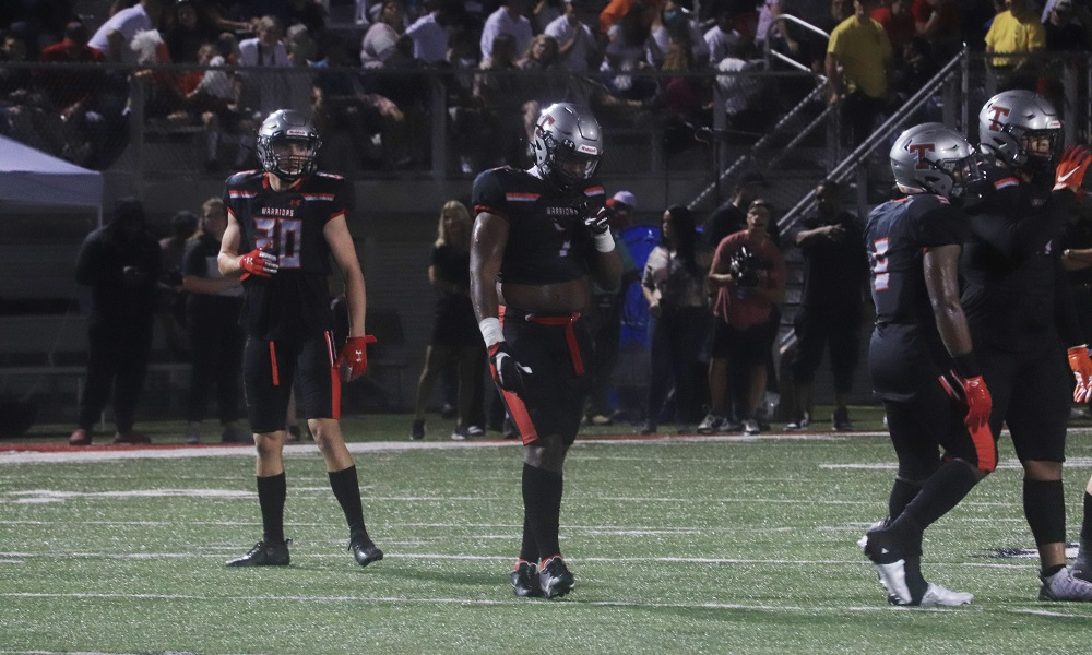 Alabama linebacker commit gets ready for the offense on defense wearing number seven