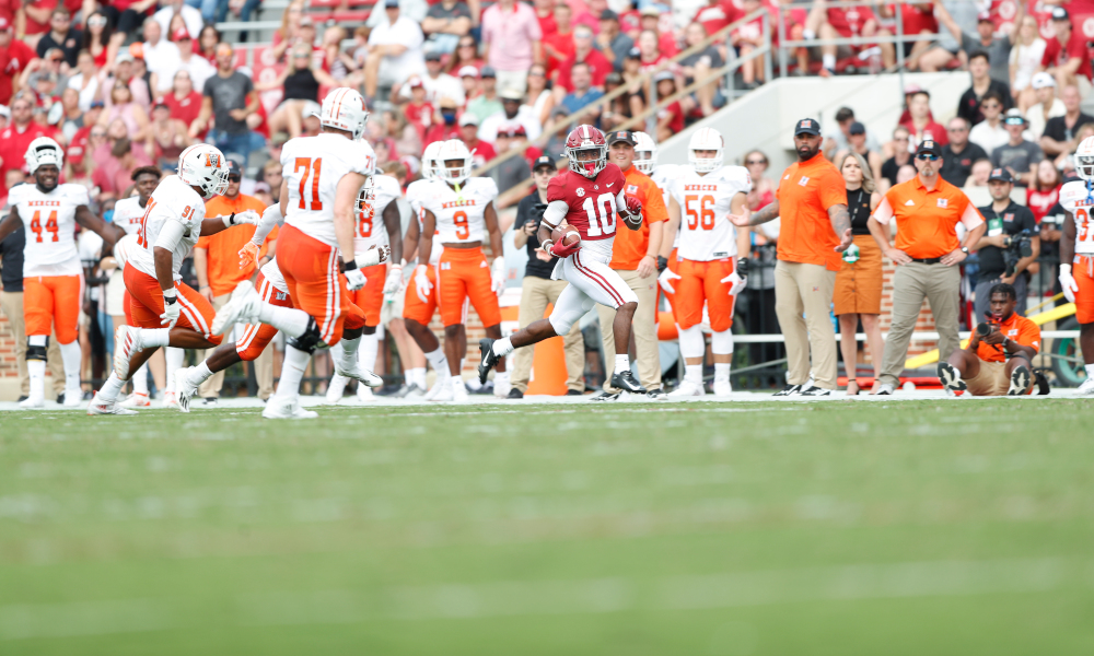 JoJo Earle (#10) runs with the ball for Alabama down the sideline versus Mercer