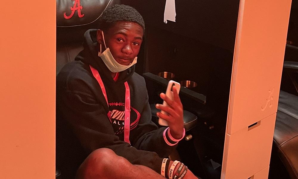 Kameran Shanks sits in Ian Jackson locker during Alabama visit